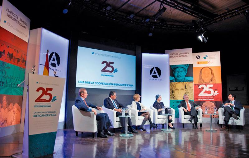 """Jornada """"Una Nueva Cooperación Iberoamericana. Una mirada a la cooperación en el 25 aniversario de las Cumbres Iberoamericanas de Jefes de Estado y de Gobierno"""" Casa de América, Madrid, 10 de octubre de 2016."""