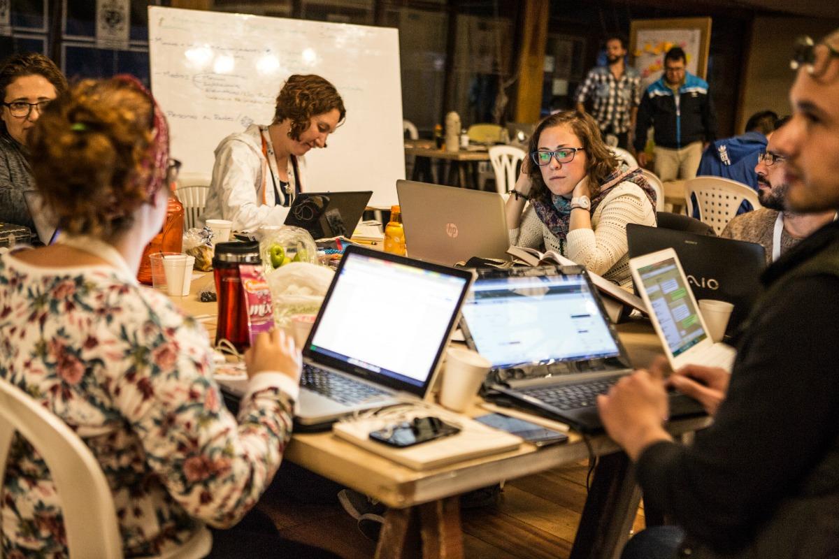 Equipos trabajando en el LabicxlaPaz