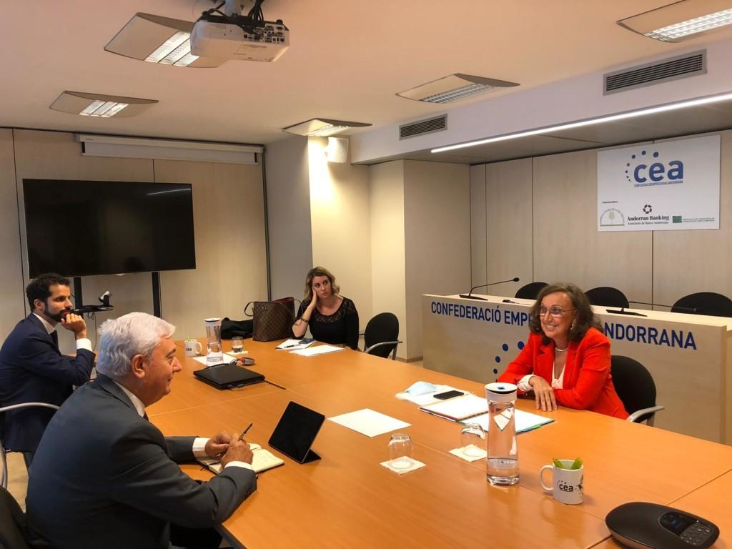 Rebeca Grynspan, secretaria general iberoamericana y Gerard Cadena, presidente de la CEA