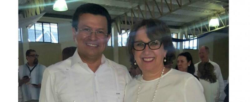 La Secretaria General Iberoamericana Rebeca Grynspan, junto al El ministro de Relaciones Exteriores de El Salvador, Hugo Martínez